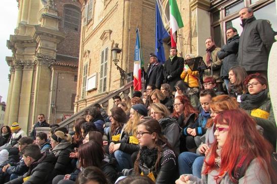 Gente in piazza