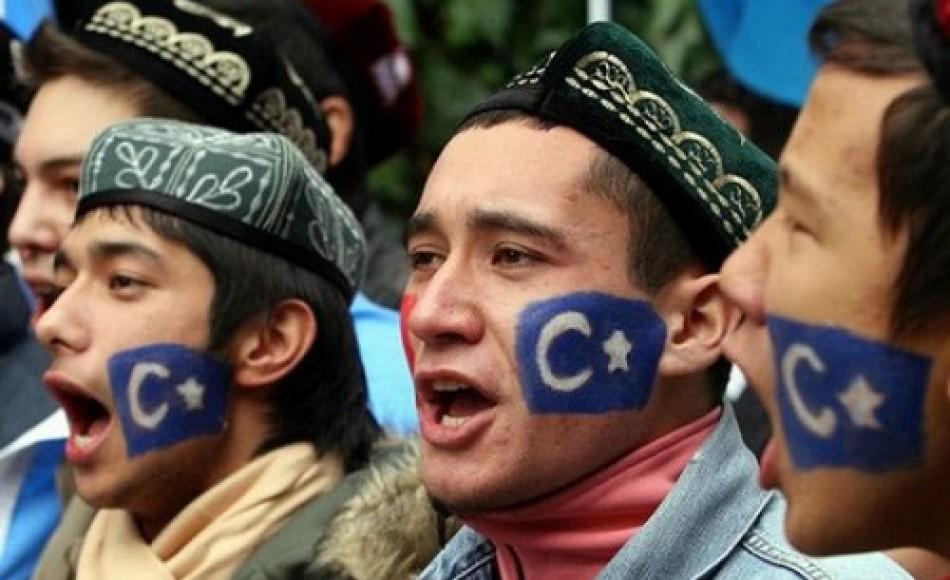 Manifestanti uiguri -