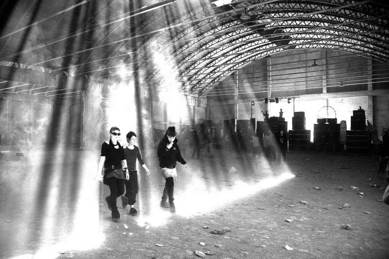 Un rave in un capannone dismesso (Fonte: shockraver.free.fr)