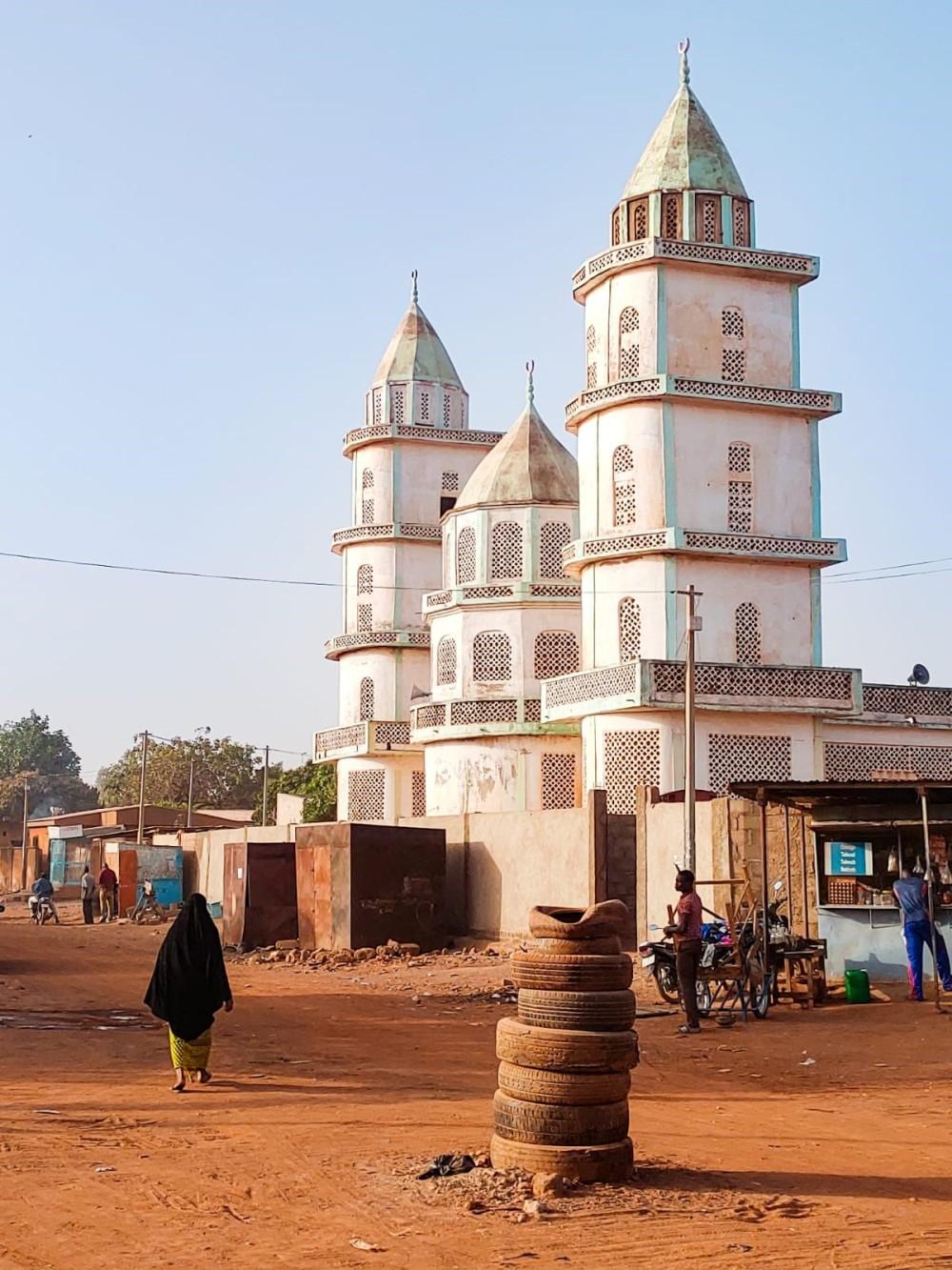 Una delle tante moschee presenti in città (foto di Michele Tallarini)